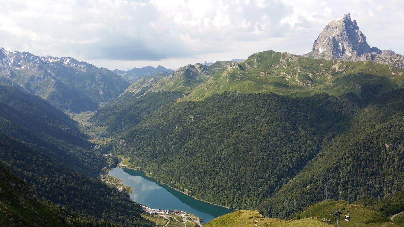 et ce que nous aurions dû voir, l'emblème de la vallée d'Ossau qui culmine à 2884m,