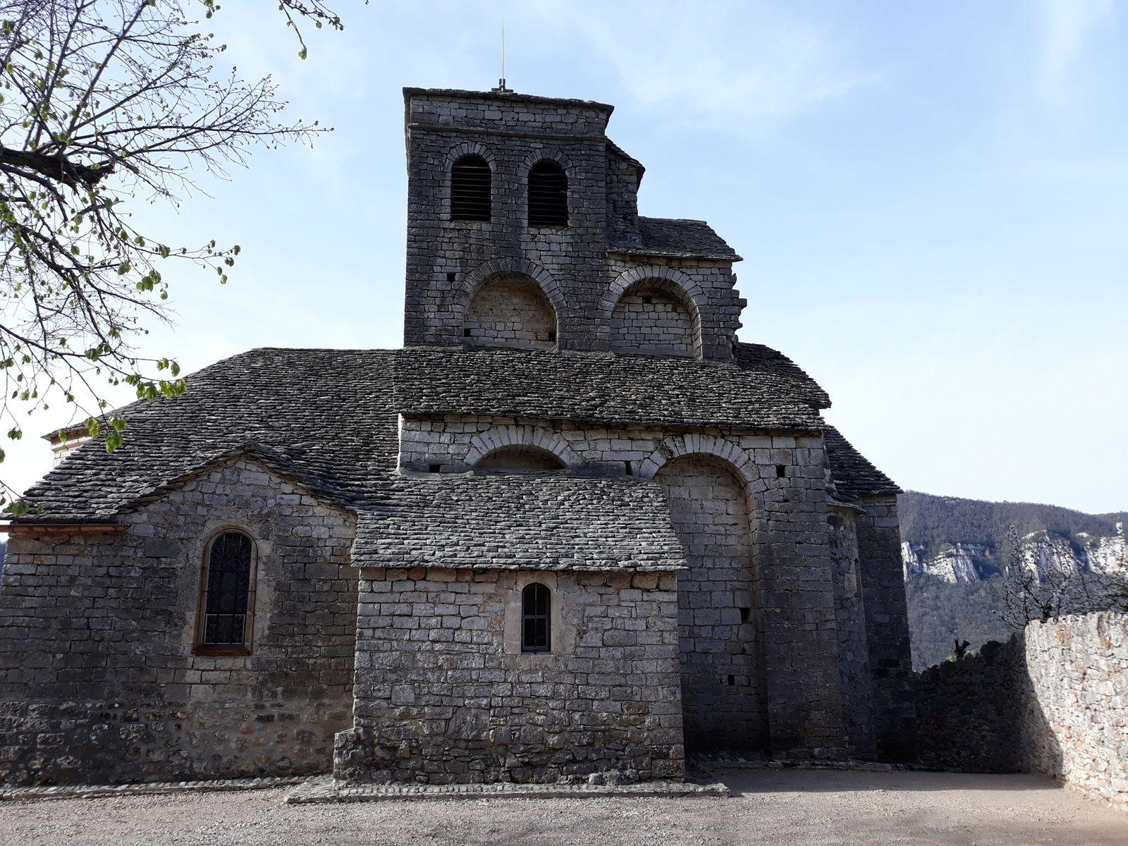 Les asphodèles d'Eglazines et l'église de Liaucous