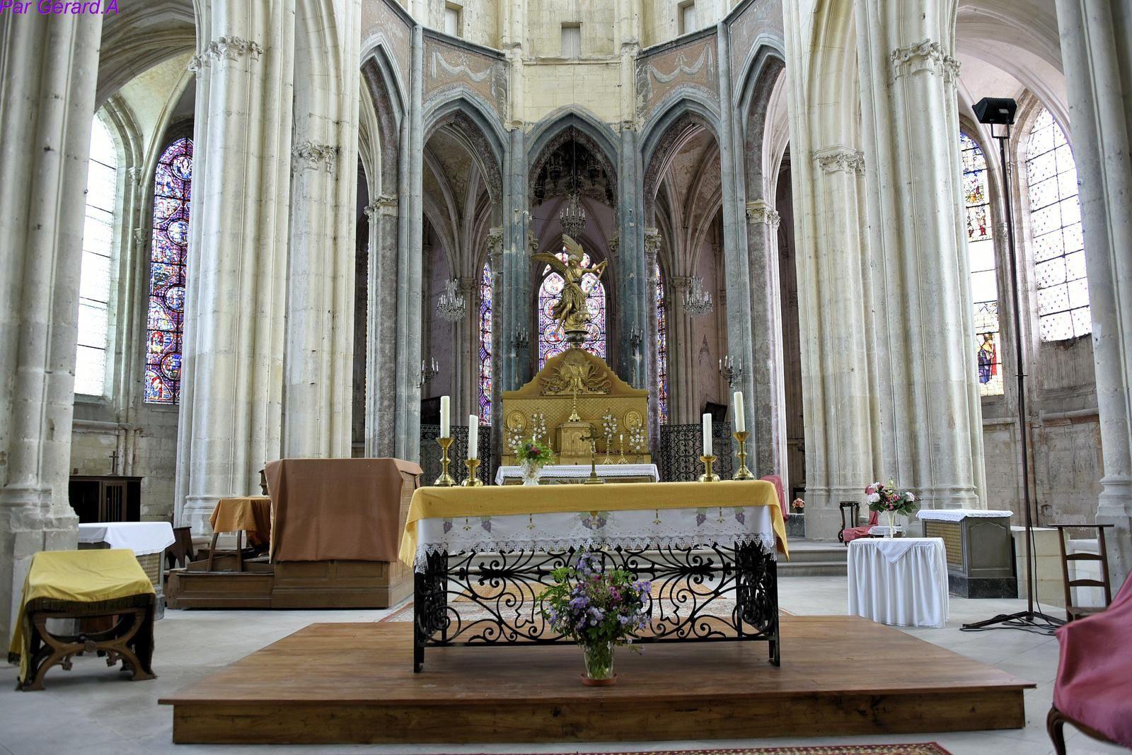 L'église Saint-Pierre (XIIIe-XVIe s.) Saint julien du Sault