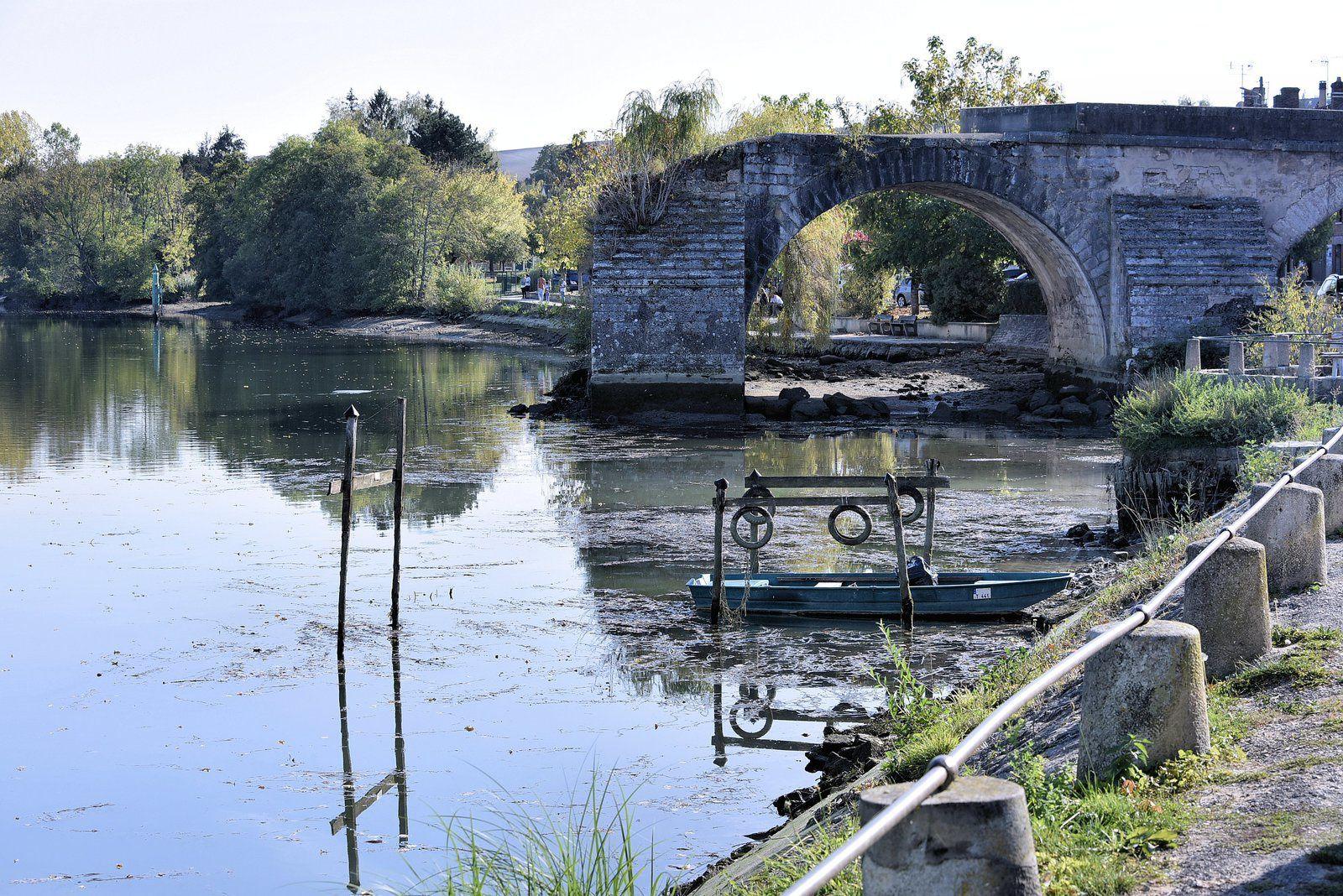 Sur les bords de Pont Sur Yonne.