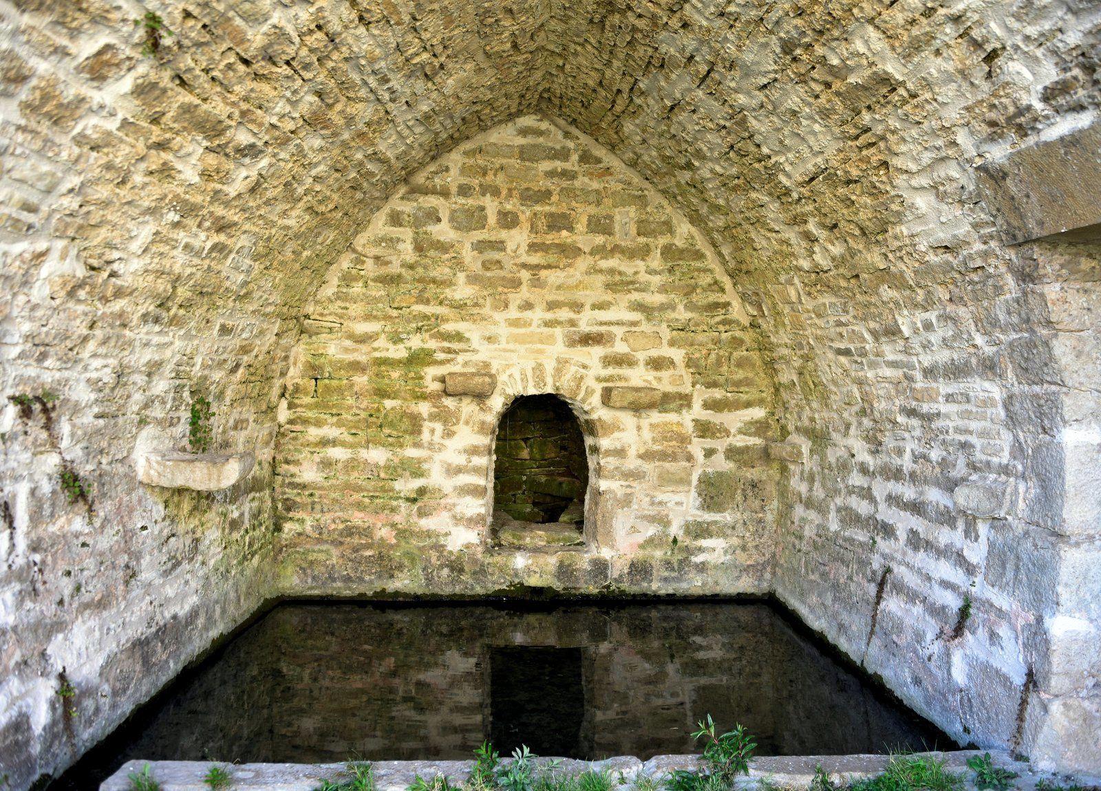 L'ancien lavoir de Cruzy-le-Châtel à Cruzy-le-Châtel (89)
