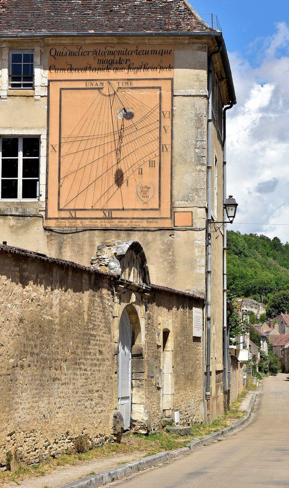Musée des Arts Naïfs et Populaires de Noyers Sur Serein et ses cadrans solaires.