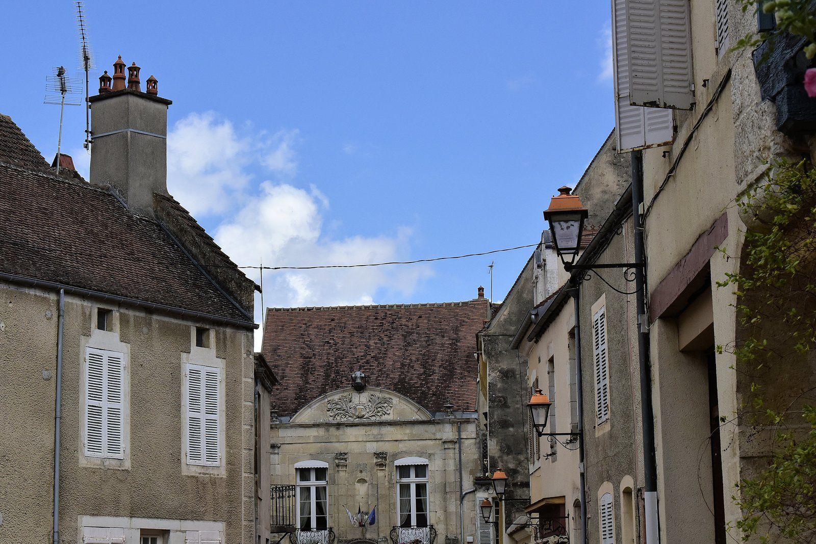 La mairie de Noyers-sur-Serein. L'édifice est inscrit au titre des monuments historiques en 1926.