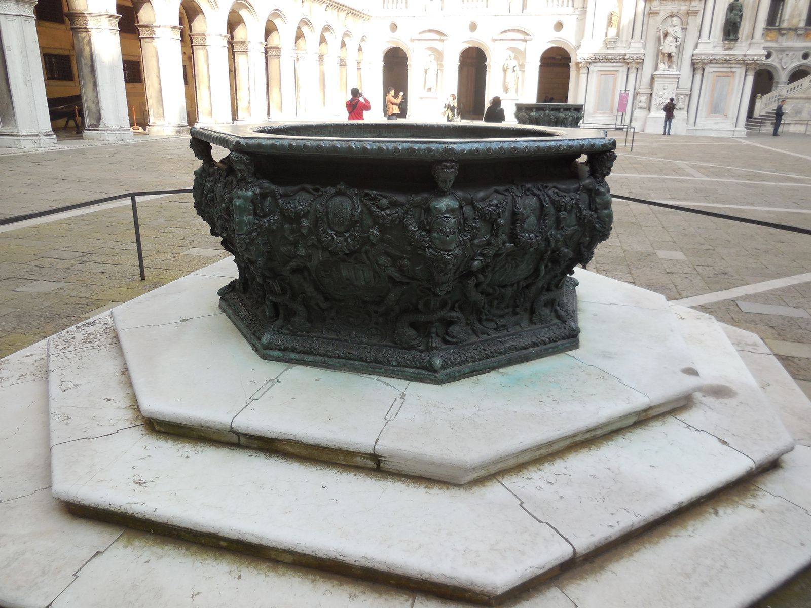 Margelles des puits (XVIème siècle).