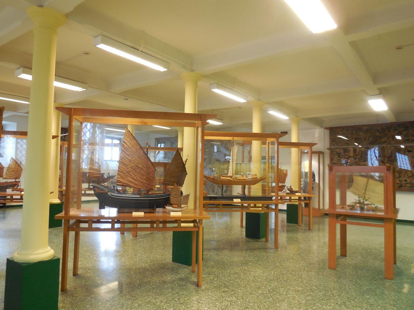 en particulier des jonques orientales et des reliques provenant de Chine.