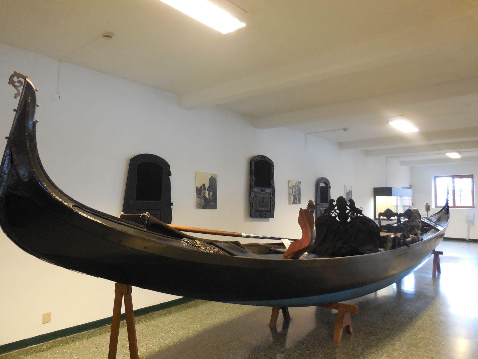 La gondole personnelle de Madame Peggy Guggenheim (gondole donnée au Musée après la mort de sa propriétaire)