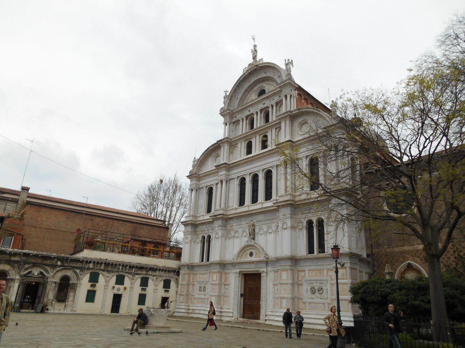 Eglise élevée entre 1480 et 1500 par Codussi. (Façade de style Lombard).