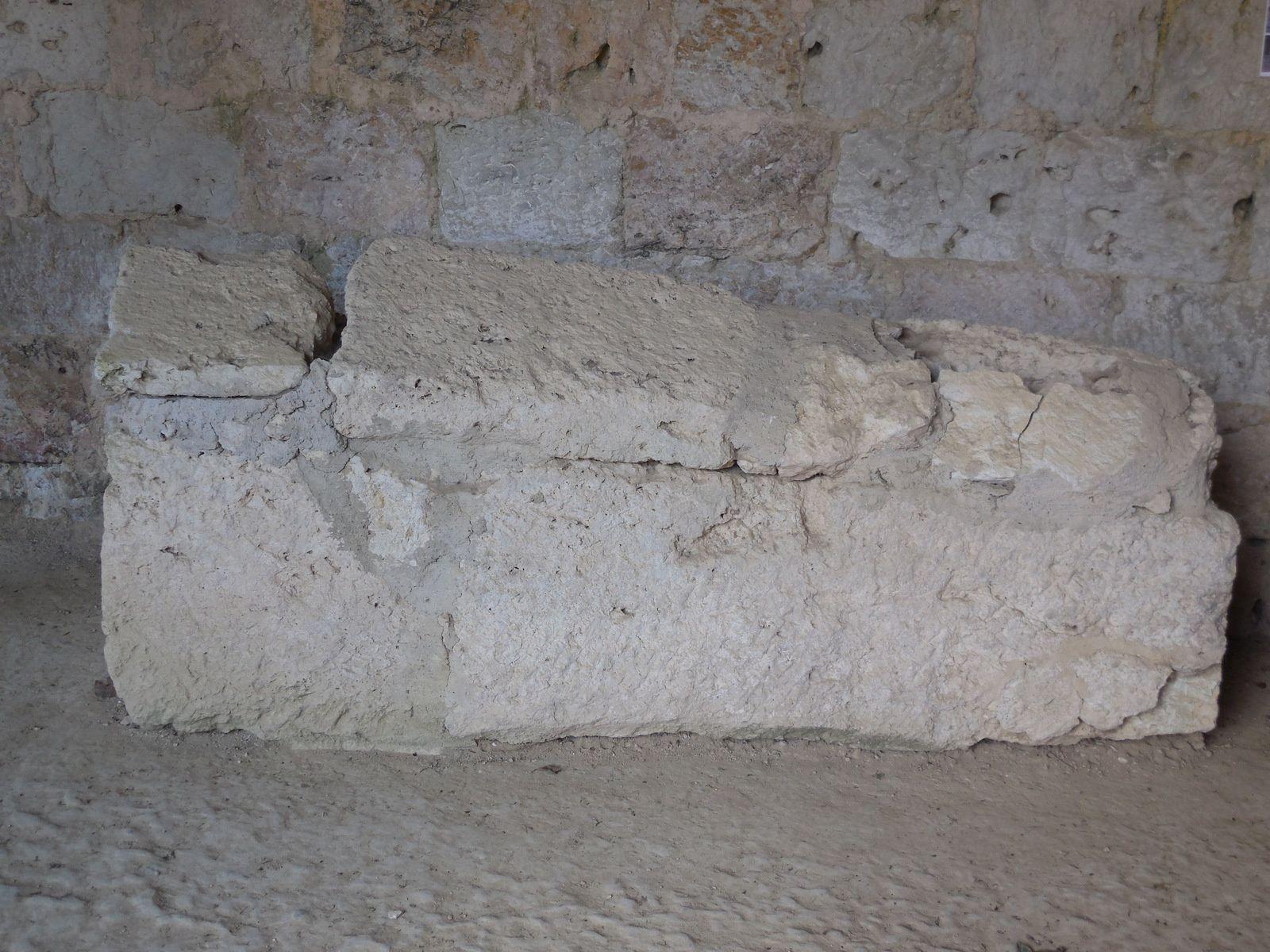 Sarcophage mérovingien du VIIème siècle. (La Romieu posséde également un important site mérovingien).