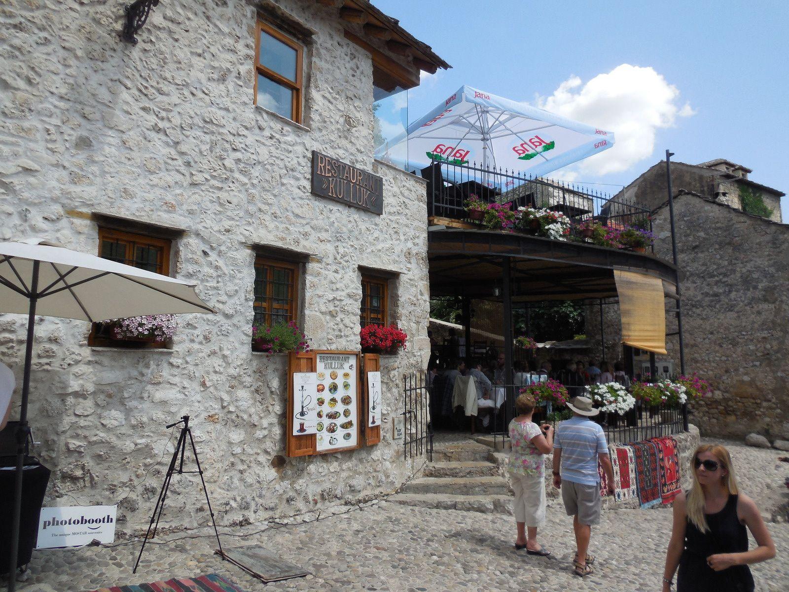De nombreux restaurants jalonnent les rues de la vieille ville...