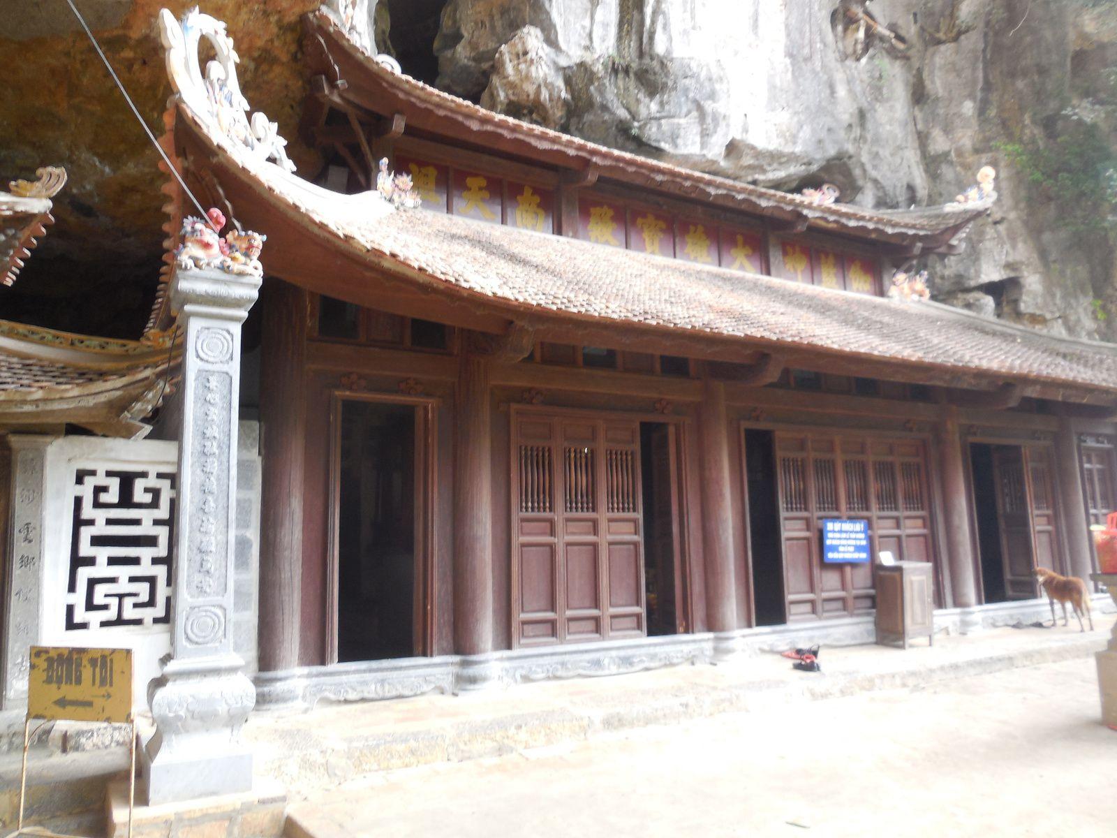Moment de repos avant de rejoindre le dernier pallier pour découvrir la pagode Supérieure...