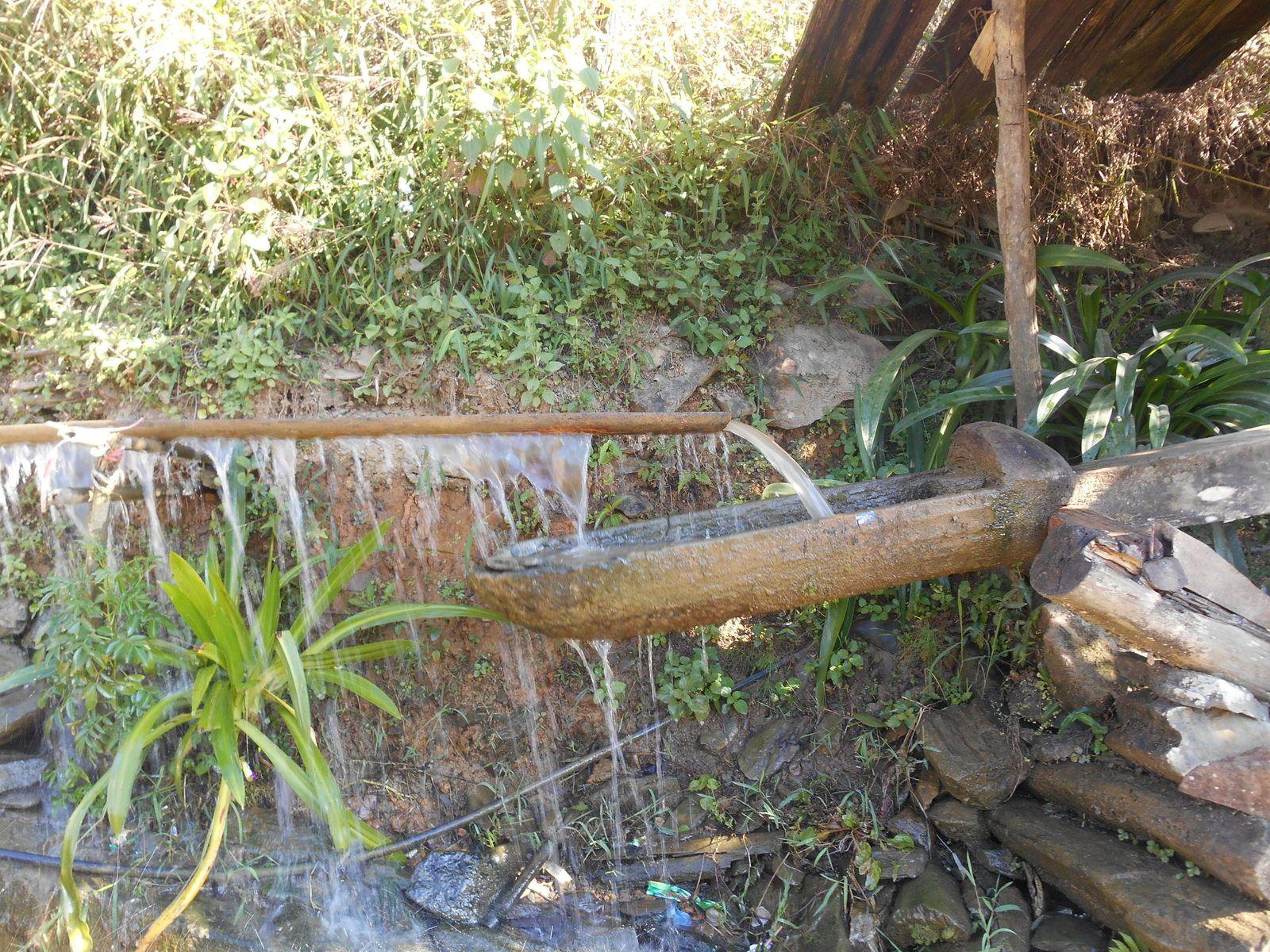 Système traditionnel servant à concasser le riz...