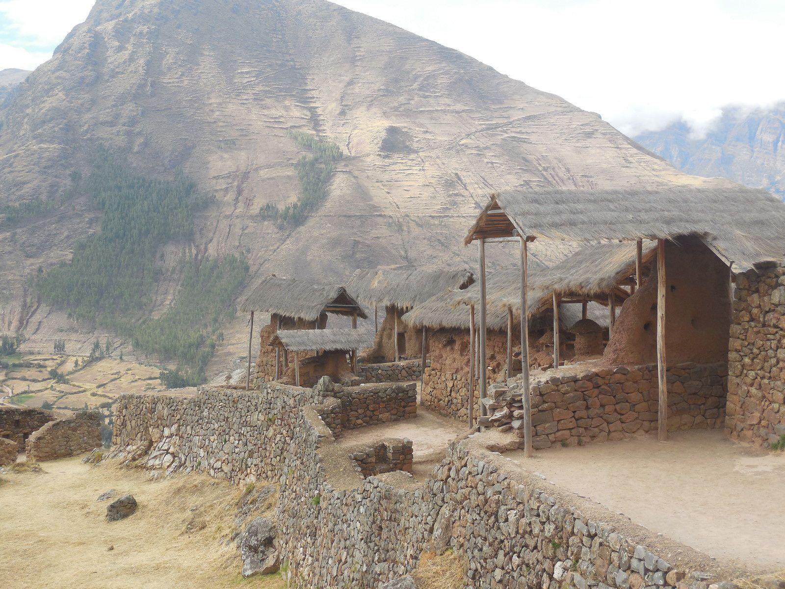 3 catégories de constructions: militaires, religieuses et agricoles. Pisaq semblait défendre vraisemblablement l'entrée sud de la vallée.