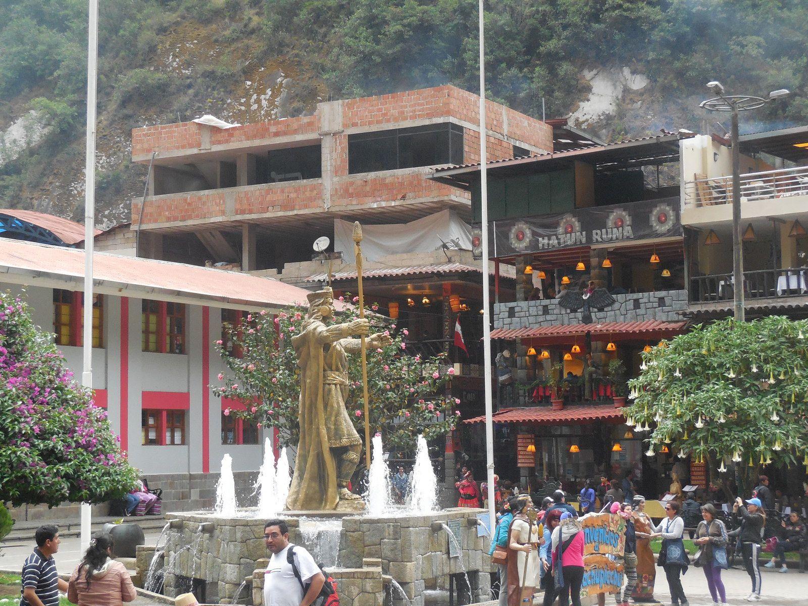 La place centrale Pachacutec.