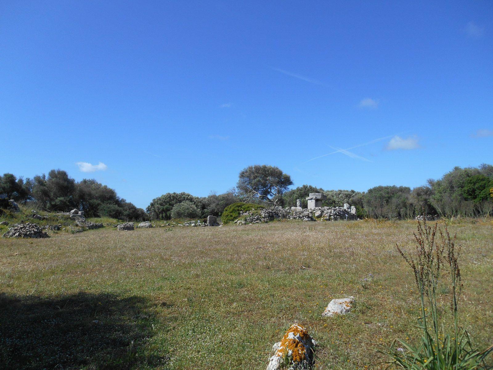 Zone publique où se trouve un sanctuaire avec la taula centrale...