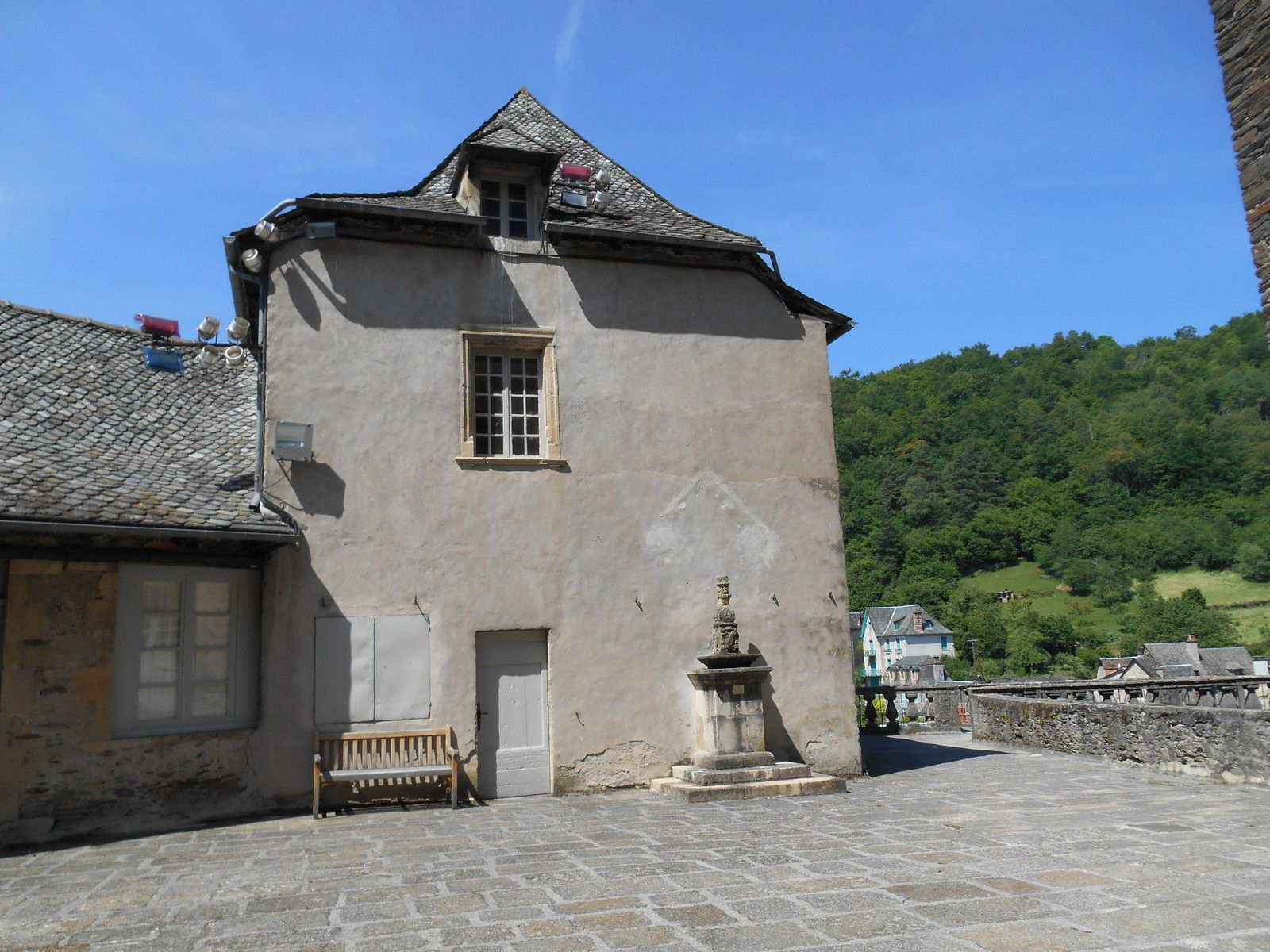 Les plus beaux villages de France: Estaing (Aveyron)
