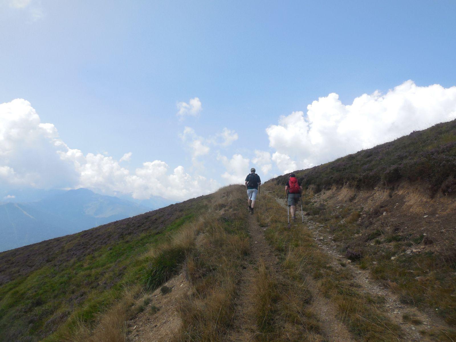 Il ne nous reste plus qu'à rejoindre la cabane de Saunères avant d'entamer la descente pour terminer notre boucle...
