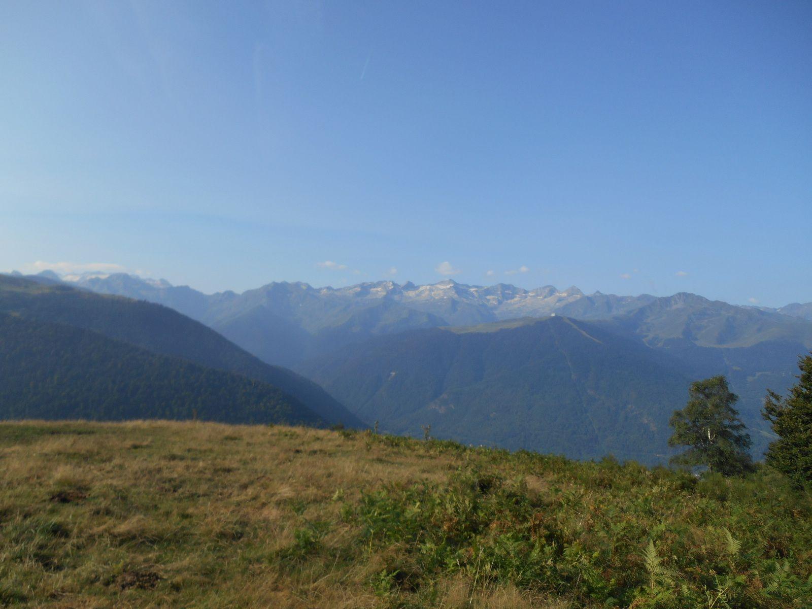 vue sur la chaîne des Pyrénées...