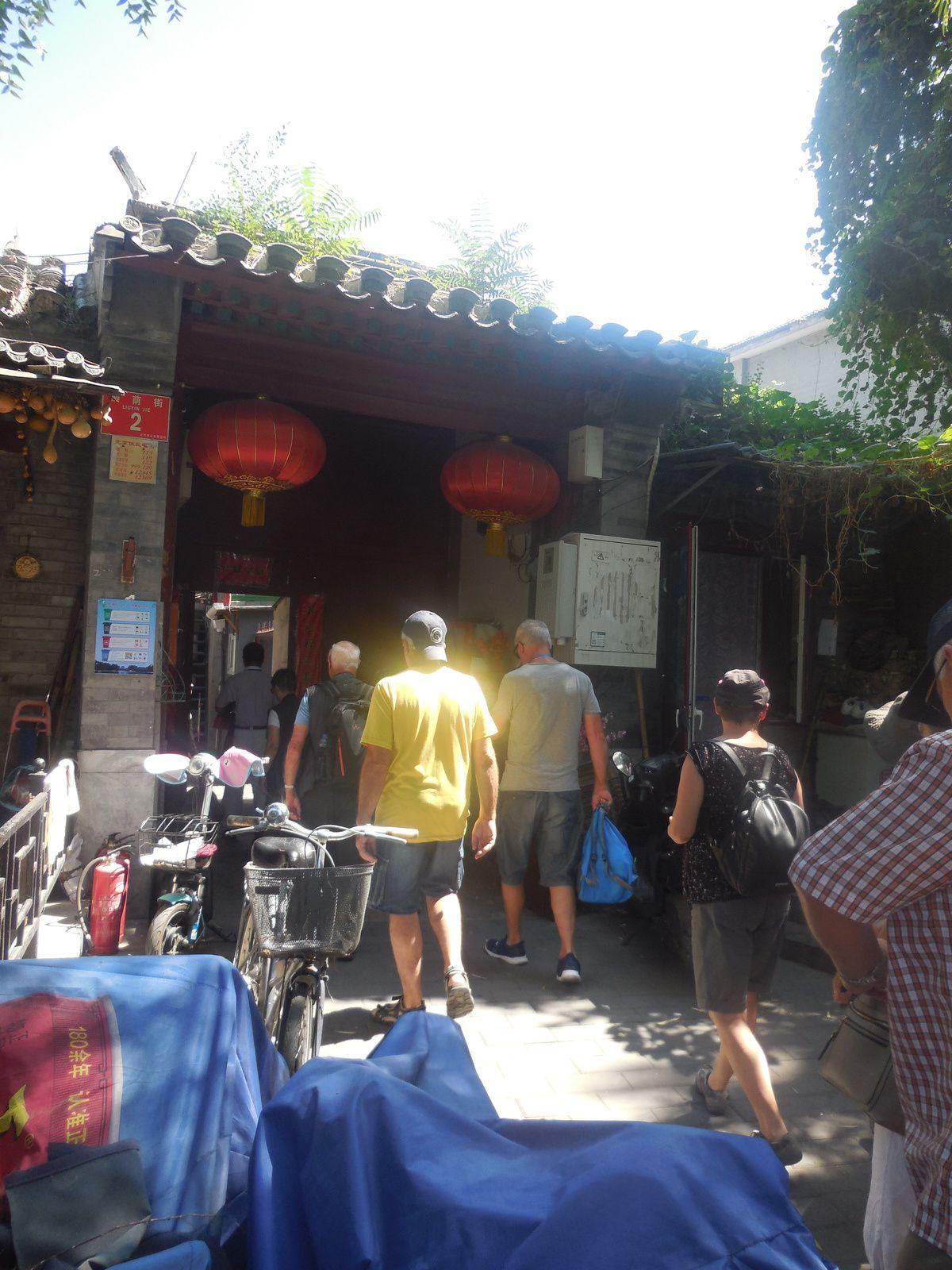 Avant de nous promener dans ces ruelles, repas traditionnel chez l'habitant...