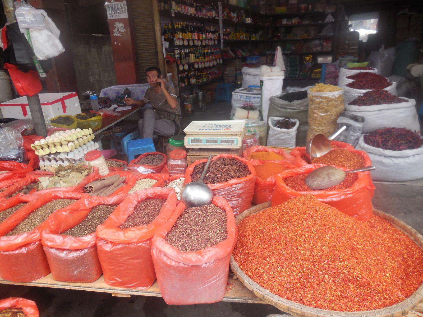Ici, nous ferons la provision de poivre du Sichuan...
