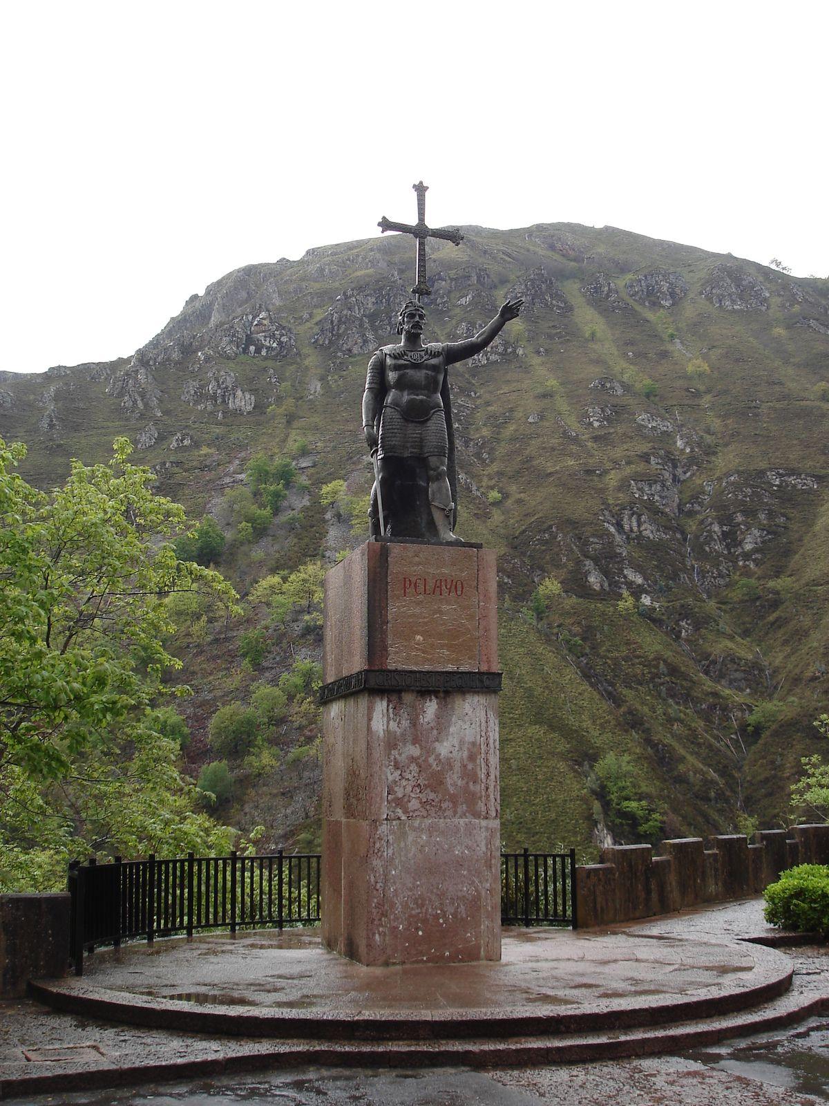 La statue de Pelage. Il a repoussé les troupes arabes en 722 lors de la mytique bataille de Covadonga et représente le premier pas vers la reconquête espagnole.
