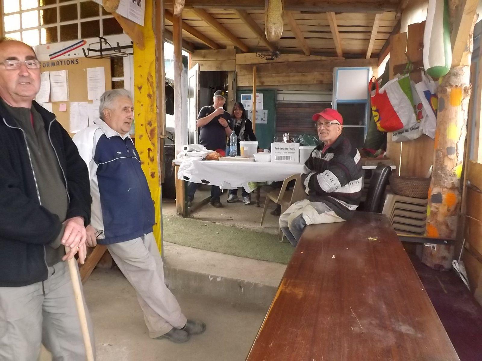 Mme Carvelli. Julien Scafi entourés de l'équipe des Bénévoles, Alain, Noubar et Ignace