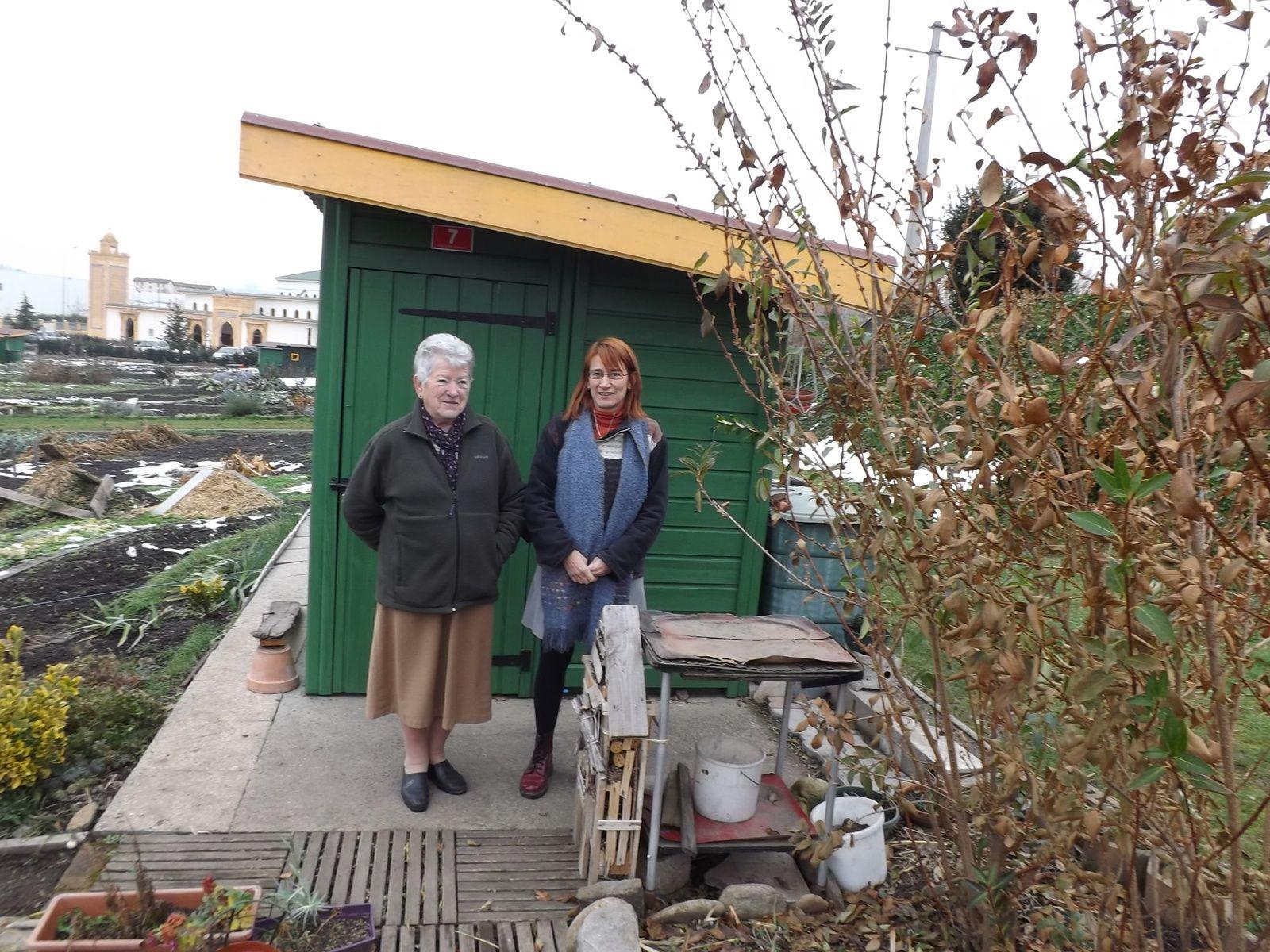 Remonde et Claire, leur hôtel à insectes et leur jardin