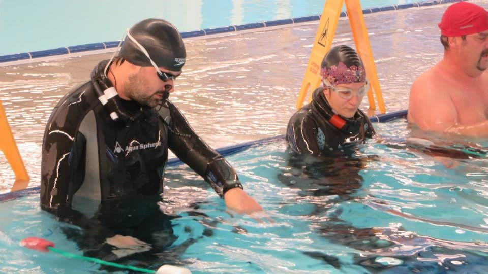 C'est bien de mobiliser 112 donateurs...mais après faut nager les longueurs sponsorisées, hein Sandra et Cédric :-) (Photo par la famille Binon).