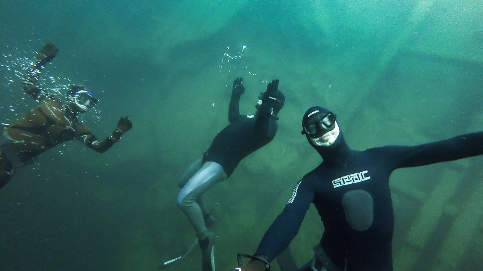 An, Dieter and Olivier enjoying the crystal clear water :D (photos by Dieter Dejonghe).