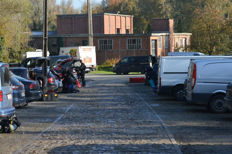 Parking fully packed! (photo by Cpd Dongelberg).