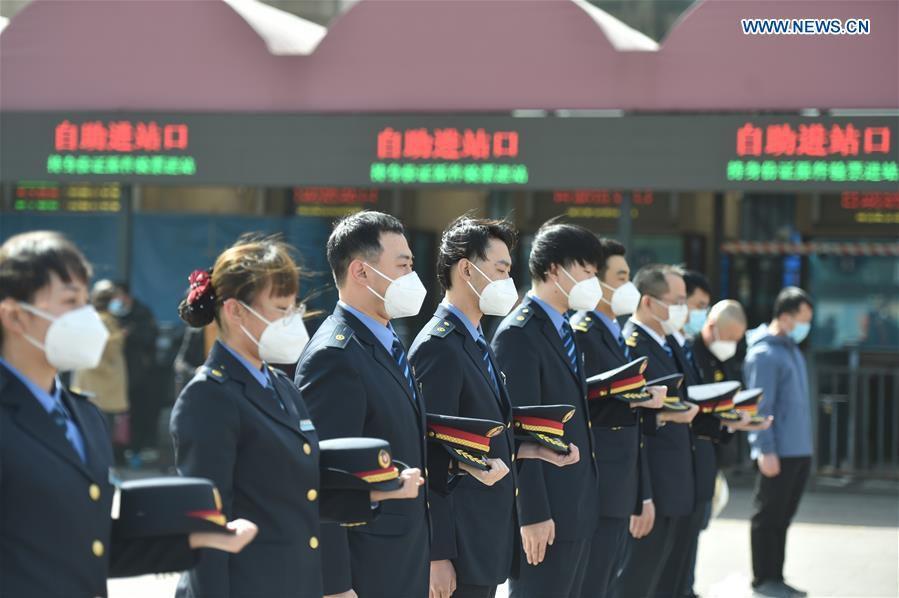 L'hommage émouvant aux victimes du Covid-19 en Chine