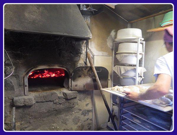 Un boulanger à Aucelon  ( 15 habitants )