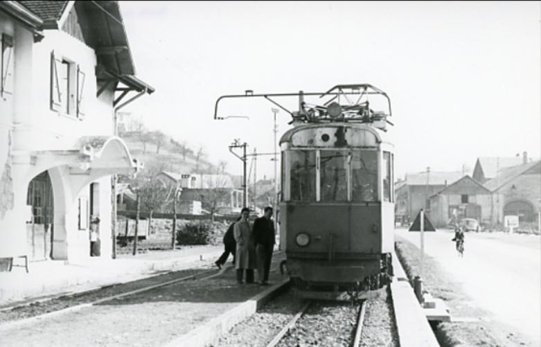 Train Annemasse Samoëns en gare de Bonne sur Menoge