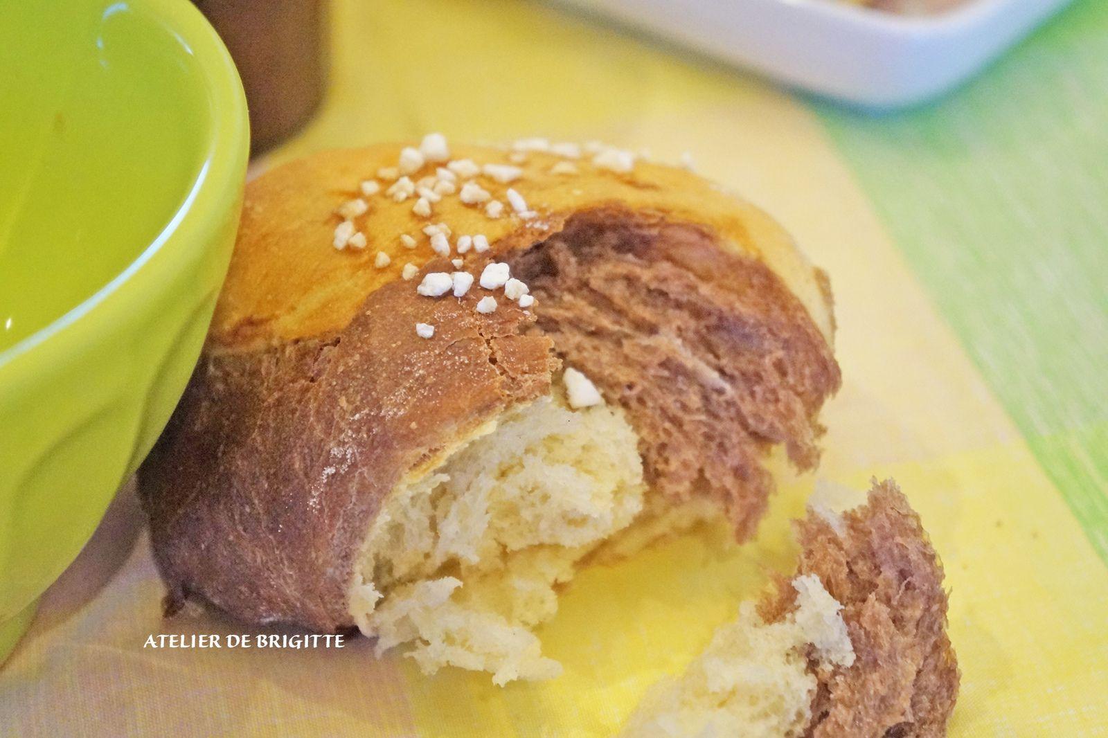 pain brioché, pain Challah, cacao, fête du Shabbat, goûter, petit déjeuner, traditions, brioche
