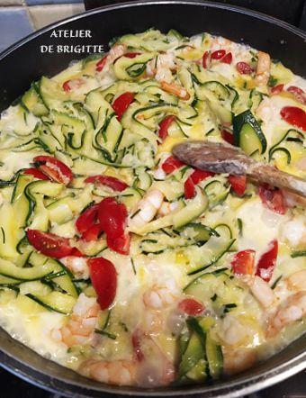 plats uniques, légumes, courgettes, tagliatelles de légumes, crevettes, tomates cerises, crème, ciboulette