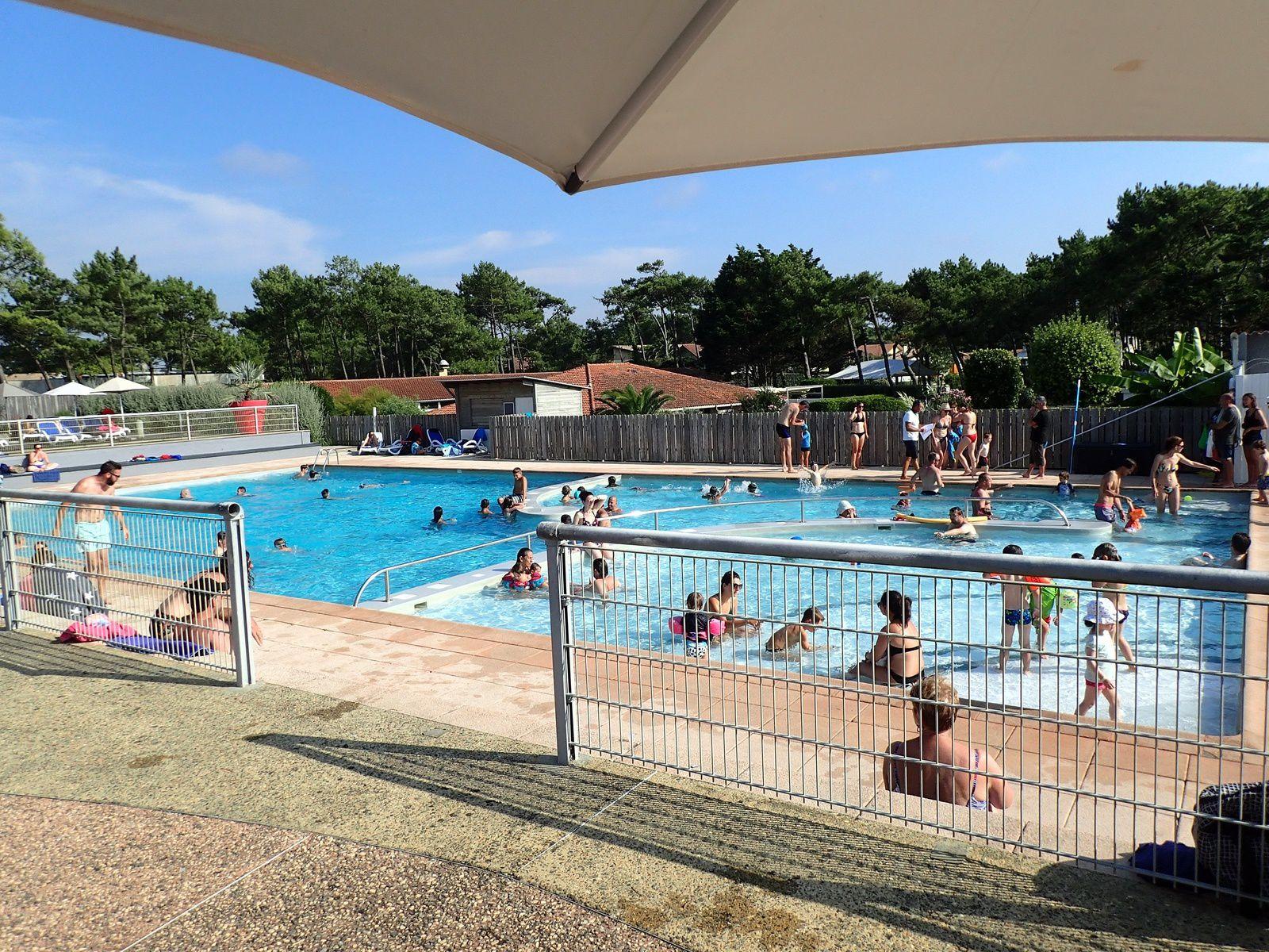 Capbreton: Le Club des Vignes et le Port.