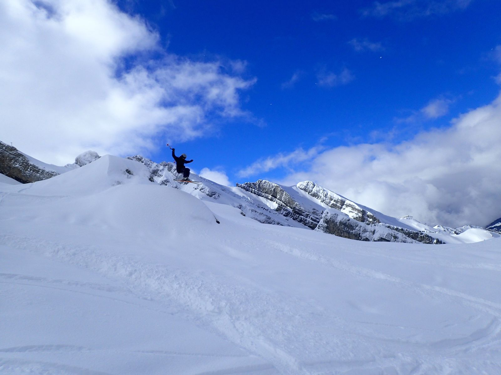 Snowboard et ski à la Clusaz.