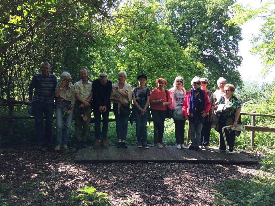 Après la présentation du jardin vagabond aux adhérents de l'association, promenade commentée par Eric et Guy