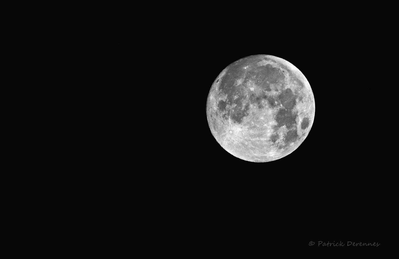 Lune prélude à une éclipse