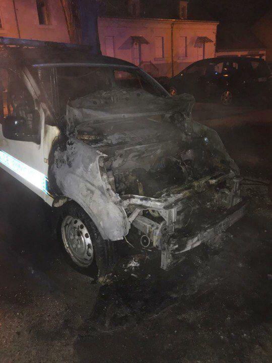 Beaujé-en-Anjou(49) - Après le rodéo à scooter, ils brûlent une voiture de police municipale par vengeance.
