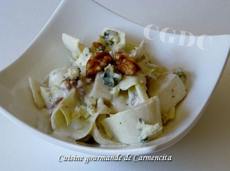 Salade d'endives sauce au roquefort et noix