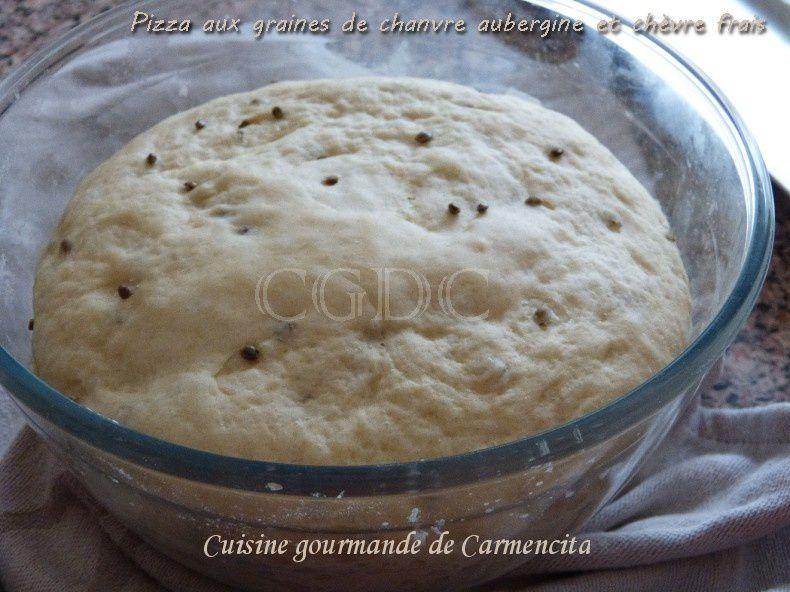 Pizza sucrée salée aux graines de chanvre aubergine et chèvre frais magret fumé miel et confiture de figues