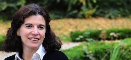 E.Lasida. Maître de conférences à l'Institut Catholique de Paris où elle dirige un Master intitulé « Economie solidaire et logique de marché »