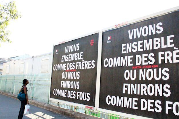 """Face à la recrudescence des actes et des paroles racistes, la Licra """"s'affiche"""" en rappelant que la fraternité est la meilleure arme contre le racisme et l'antisémitisme. Cette campagne s'appuie sur le soutien gracieux de JCDecaux qui a fourni des emplacements dans Paris et sa banlieue."""