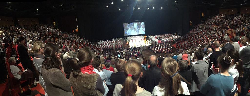 Lyon : Messe chrismale 2015 à la cité internationale à Lyon, source : Riposte catholique