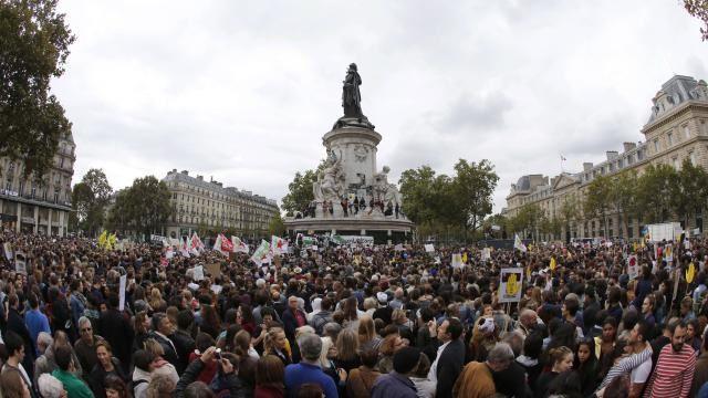 Plus de 8 000 personnes se sont rassemblées à Paris pour manifester leur soutien aux migrants. | Photo : AFP