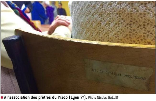À la communauté du Prado, un siège utilisé lors d'une conférence portait une étiquette au nom de l'ancien archevêque de Lyon, décédé en 1994.