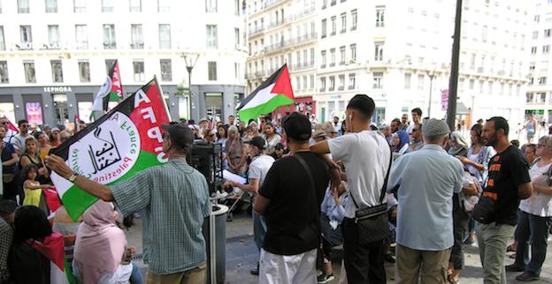 Prisonniers d'une histoire marquée d'antisémitisme, on observe l'écrasement d'un peuple par un autre, au nom d'une terre promise
