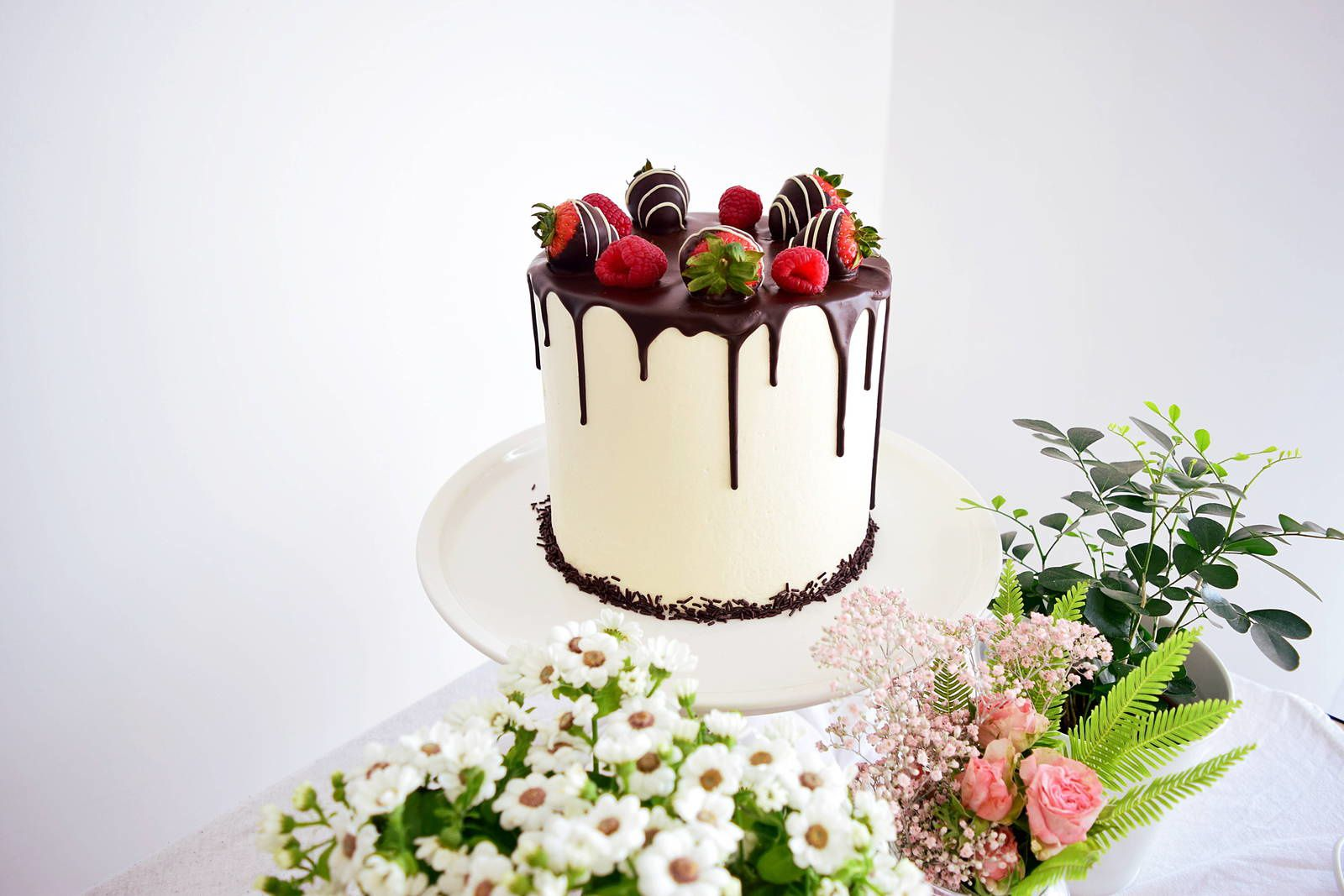 Red fruits layer cake