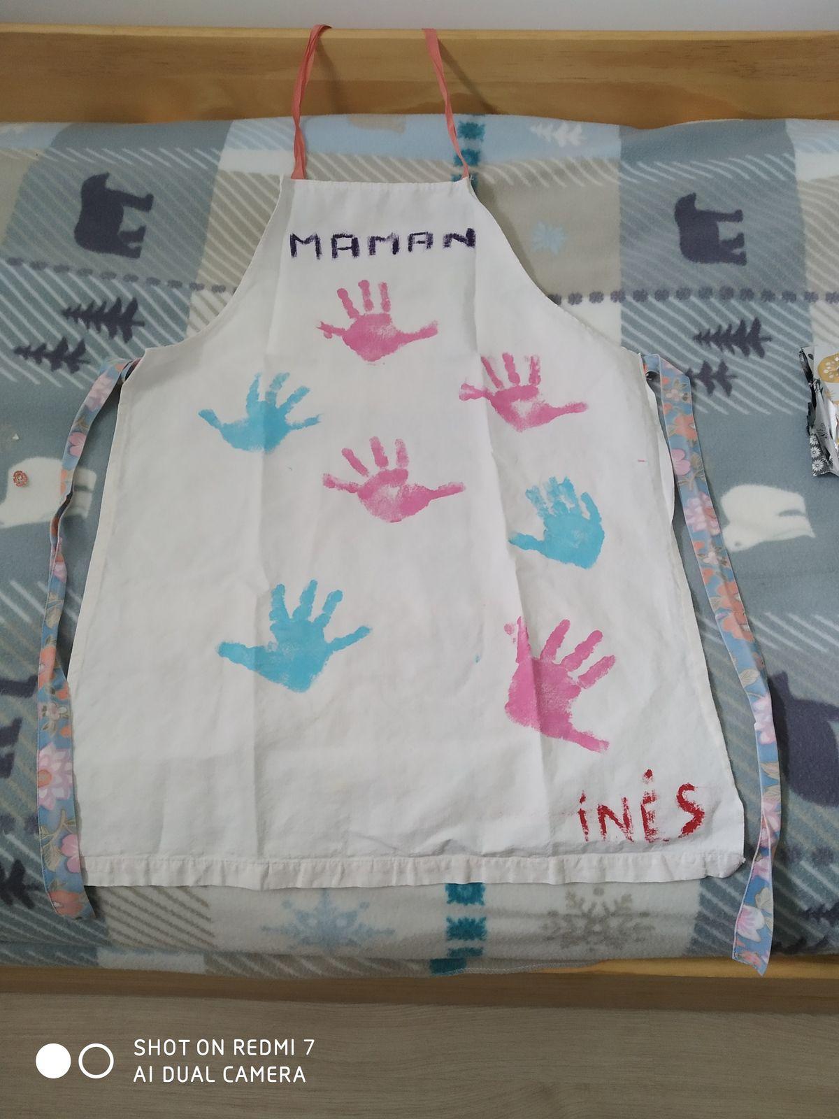 Fête des mamans tablier empreintes des mains