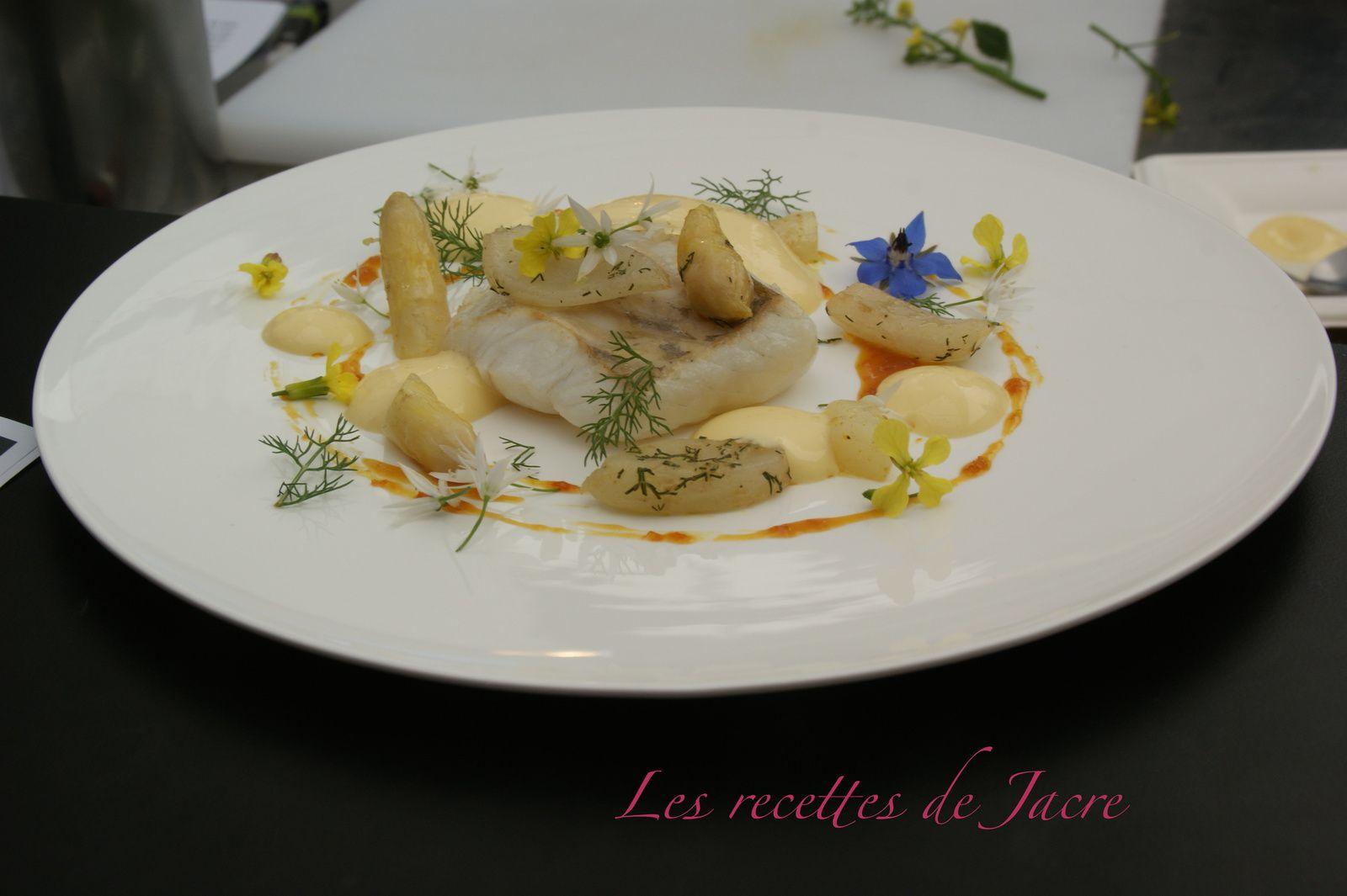Le plat : Barbue côtière, asperges blanches étuvées au curry doux et anis vert, sabayon orange - fenouil sauvage...